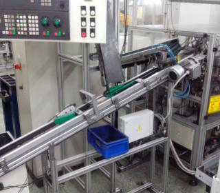 Pneumatické a robotické manipulace a dopravník 3